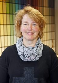 Farben Roos in Oelde und Neubeckum – Mitarbeiterin Ellen Kremser